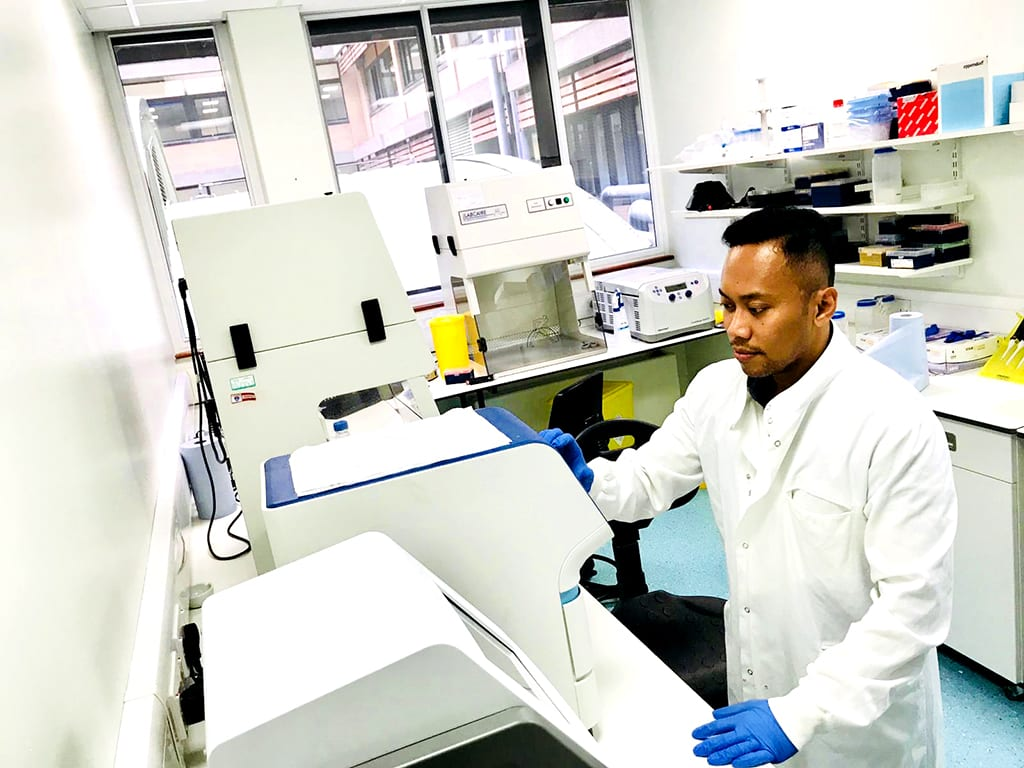 Dosen Prodi S1 Gizi Kesehatan FKKMK UGM Melakukan Penelitian Nutrigenomik di Newcastle University, Inggris
